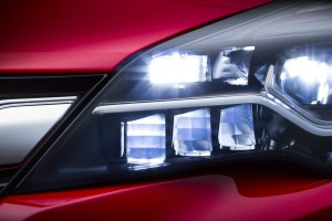 Opel-IntelliLux-LED-295648 (1)